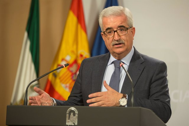 El vicepresidente de la Junta, Manuel Jiménez Barrios, en rueda de prensa