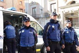 La Policía Municipal lucirá su nuevo uniforme a partir de mayo, de color azul y con una nueva braga de cuello anticorte