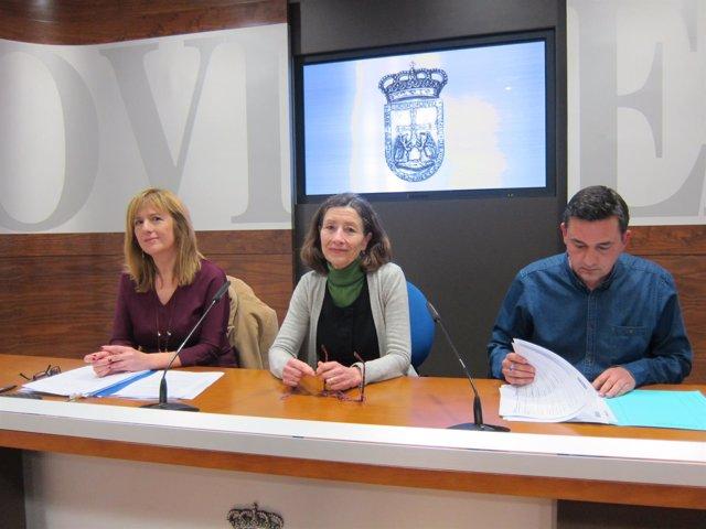 Los concejales Marisa Ponga, Mercedes González y Fernando Villacampa