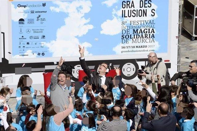 TRUCO DE MAGIA EN LA PRESENTACIÓN DE GRANDES ILUSIONES 2017