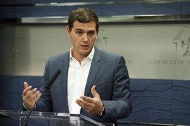 Rivera aconseja al PP buscar recambio para el presidente de Murcia antes de que gobierne otro partido