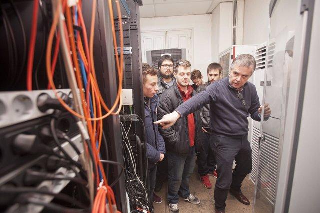 Los alumnos de Ciclos Formativos del IES Aguadulce en el Servicio de Informática
