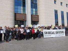 Padres y alumnos de la Universidad de Navarra recurren al TSJN la nueva convocatoria de becas del Gobierno foral