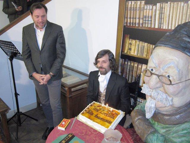 José Zorrilla con su tarta de cumpleaños