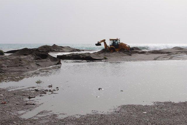 Efectos del temporal en la playa de Poniente de Motril