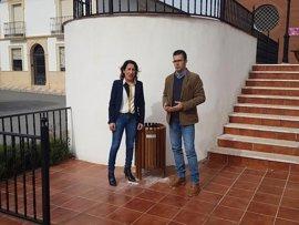 Epremasa comienza en Encinas Reales (Córdoba) una campaña que repartirá 1.500 papeleras en la provincia