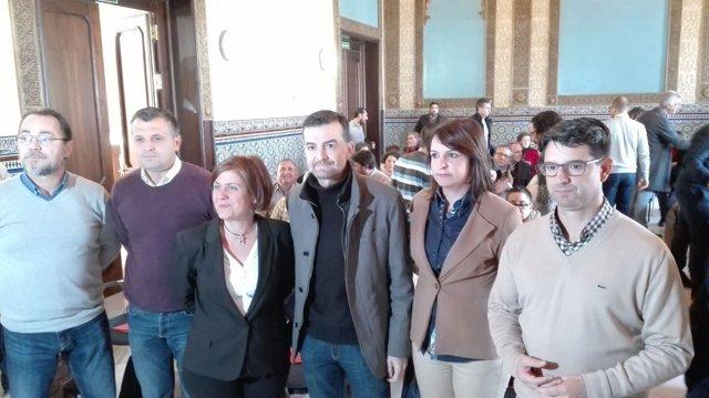 Maíllo (centro) con dirigentes y cargos de IU en Andalucía