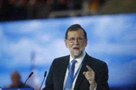 """Rajoy responde a críticas de Podemos que espera """"con impaciencia"""" sus propuestas sobre violencia de género"""