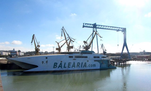 Buque Jaume II en el astillero de Huelva.