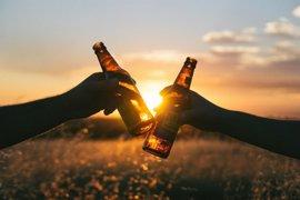 El consumo moderado de cerveza podría formar parte de un patrón de alimentación saludable