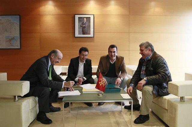 Mazón se reúne con el alcalde de Santoña