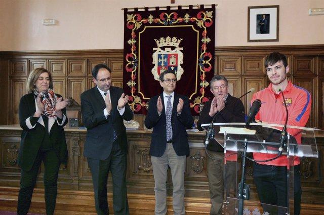 Recibimiento a Oscar Husillos en el Ayuntamiento de Palencia