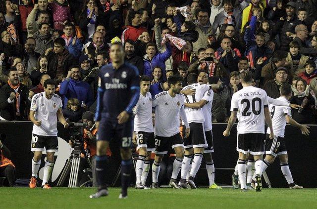El Real Madrid también falla en Mestalla