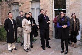 Layhoon Chan y Mónica Oltra visitan el centro de menores San Vicente Ferrer