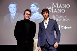 """Roca Rey y José Ribagorda cuelgan el cartel de """"no hay billetes"""" en el Mano a mano de la Fundación Cajasol"""