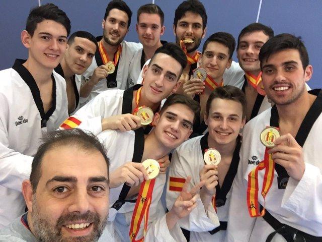 Carreira hace un 'selfie' con los medallistas del Nacional