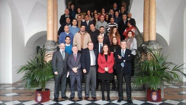 Carrillo (centro), junto a profesores y asistentes al curso