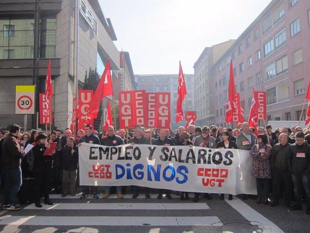 """Concentración de UGT y CCOO por un empleo y salarios """"dignos"""""""