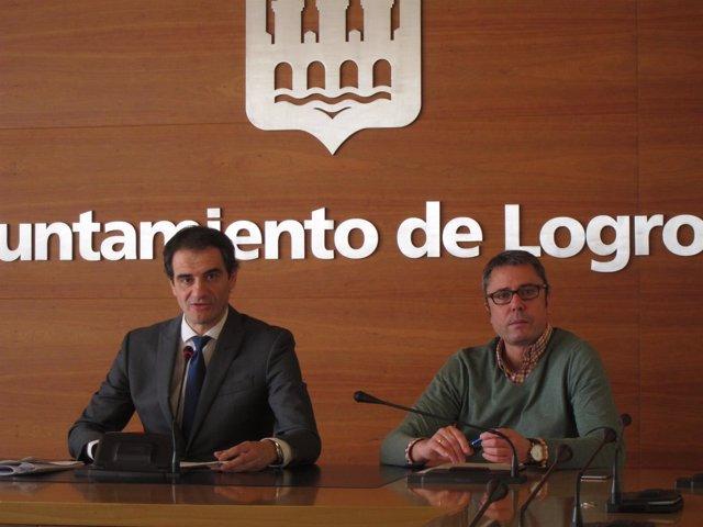 Miguel Sáinz, junto a Pedro Sáez Rojo, en la rueda de prensa