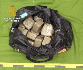 105 kilos de droga en siete maletas dentro de un autobús