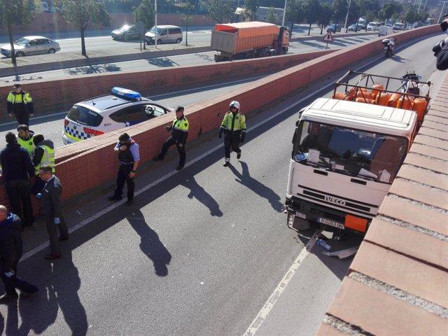 Camión de butano interceptado con el hombre detenido por robarlo en Barcelona