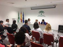 El Hospital Valle del Guadalhorce acoge una mesa informativa sobre factores preventivos del cáncer de mama