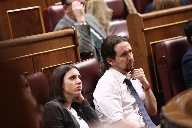 Irene Montero y Pablo Iglesias durante el discurso de Mauricio Macri