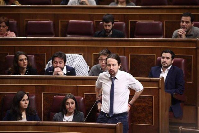 Iglesias sonroja a Rajoy con los casos de corrupción