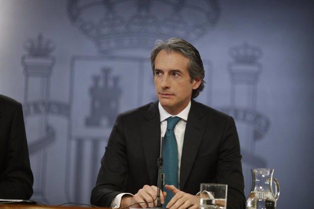 Rueda de prensa de Íñigo de la Serna tras el Consejo de Ministros