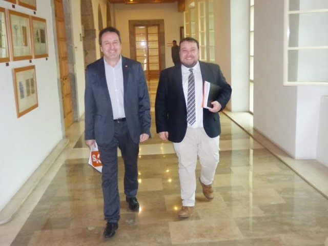 Juan Ramón Carrancio y Rubén Gómez, diputados de C's Cantabria, en el Parlamento
