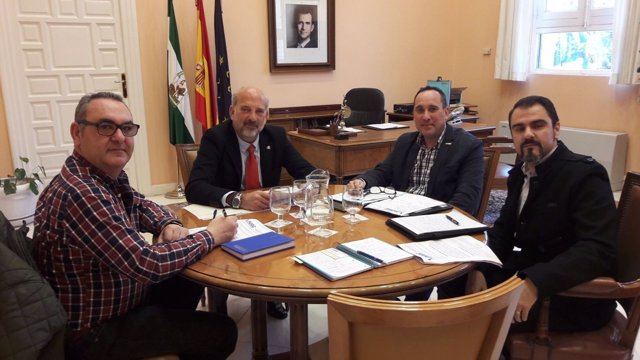 Reunión del subdelegado del Gobierno en Sevilla con una delegación de la AUGC