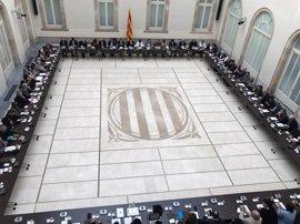 Puigdemont, Colau, CUP, Podemos y los comuns, con el manifiesto del Pacte pel referéndum