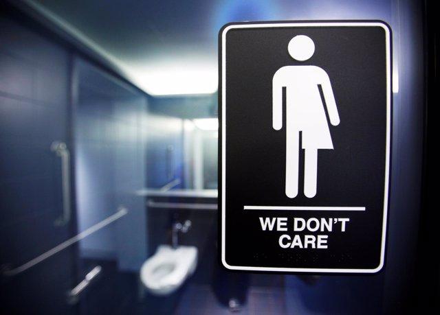 Protesta contra la restricción en baños públicos para transexuales
