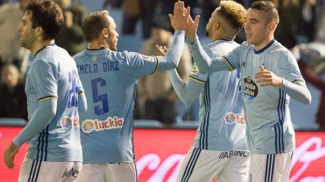 Marcelo Díaz e Iago Aspas celebran un gol del Celta
