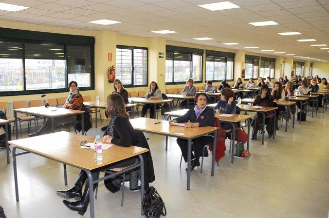 Aspirantes A Maestro Se Examinan En Las Oposiciones De La Comunidad De Madrid