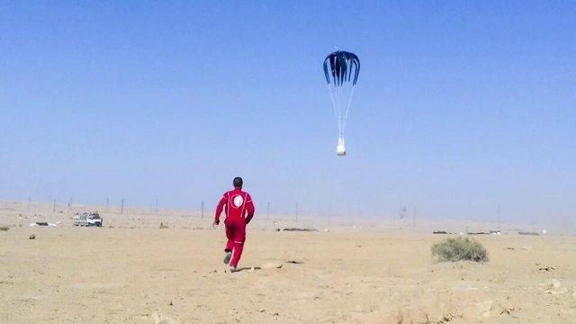 Lanzamiento de ayuda desde el aire por el PMA en Deir Ezzor (Siria)