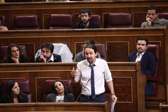 Pablo Iglesias e Irene Montero en la sesión de control al Gobierno en el Congres