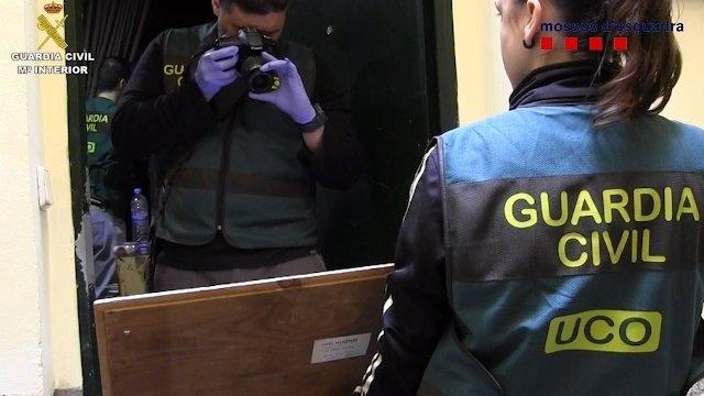 Detenidas seis personas por vender pinturas falsas