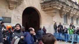 Un centenar de periodistas esperan la llegada de Urdangarin y Torres a la Audiencia de Palma