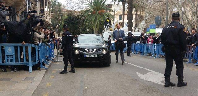 Iñaki Urdangarin en su llegada a la Audiencia de Palma