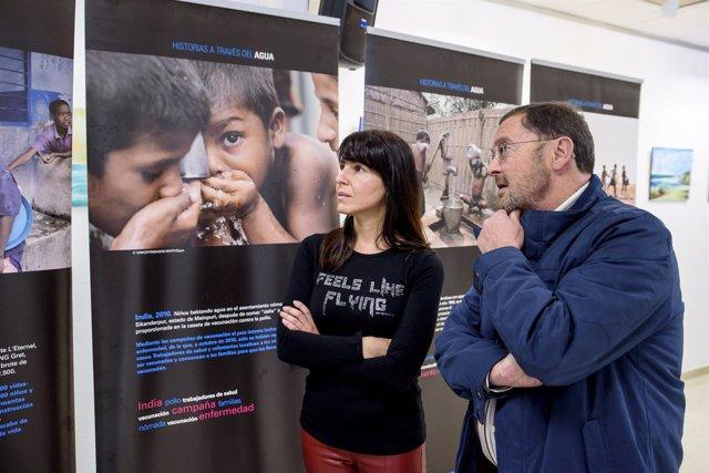 Dolores Martínez y Francisco Molina, en la visita a la exposición.