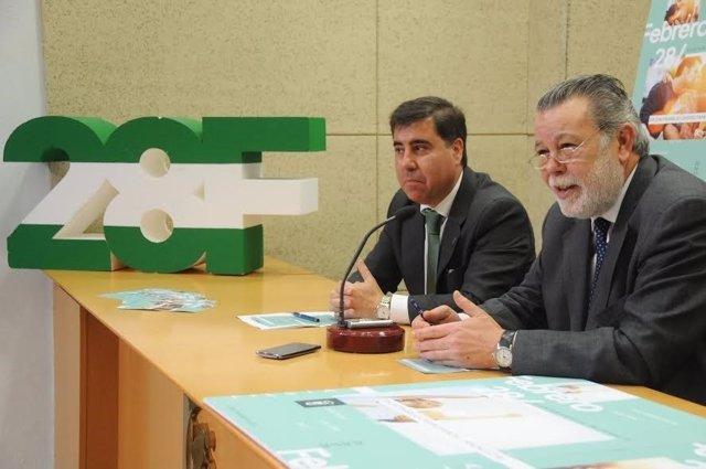 Blanco (dcha.) y Ruiz, durante la presentación de los actos