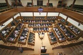 Parlamento vasco recuerda con dos minutos de silencio a Fernando Buesa y Enrique Casas, asesinados por ETA
