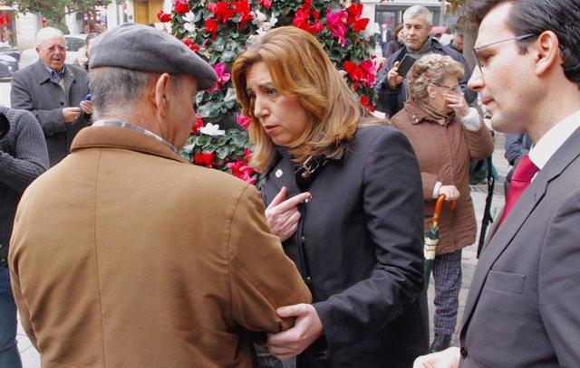 Susana Díaz saluda a vecinos de Granada en su visita a esta ciudad