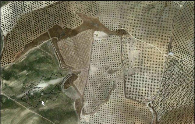 Imágen aérea en la que se señala el anfiteatro romano de Torreparedones