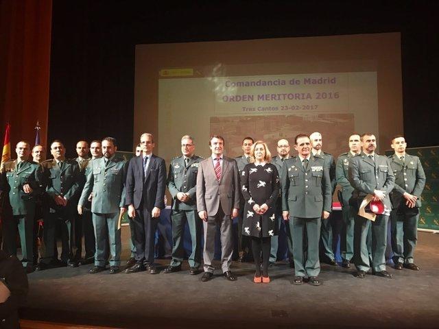 Foto de los premiados con las autoridades