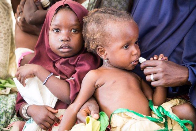 Niños en un centro de malnutrición de UNICEF en Nigeria