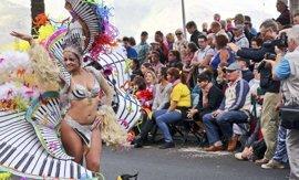 El Carnaval de Santa Cruz toma la calle con la Cabalgata Anunciadora