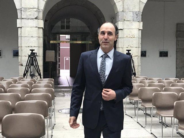 Ignacio Diego a su llegada al Parlamento