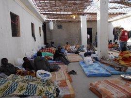 Localizan muertos a 13 inmigrantes hacinados en un contenedor de carga en Libia